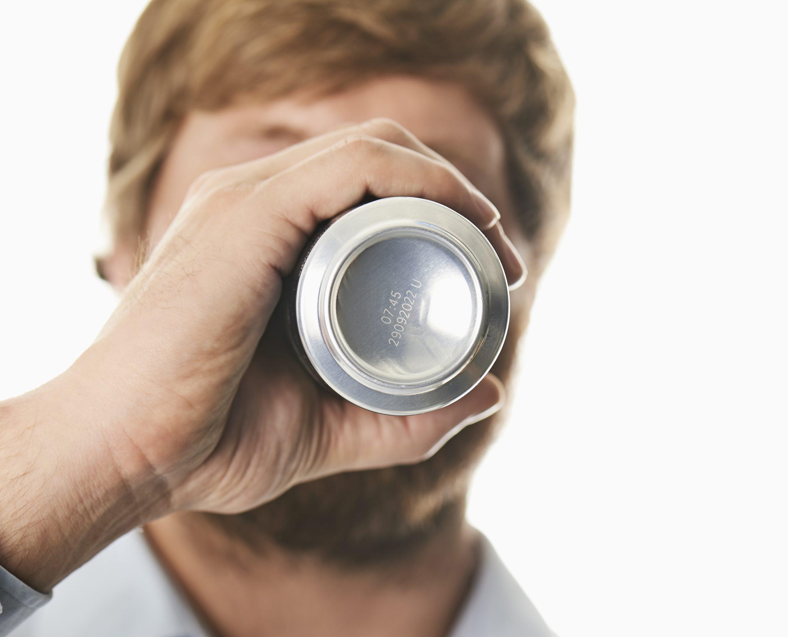 _MyDomino_EN_MarketingSalesInformation_ImageLibrary_F_F720i-drinking-from-a-can.xfd0f9d25